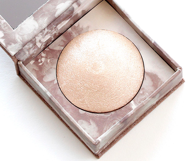Urban Decay Naked Illuminated Shimmering Powder 3