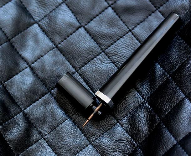 Chanel Ligne Graphique de Chanel Liquid Eyeliner in Bronze