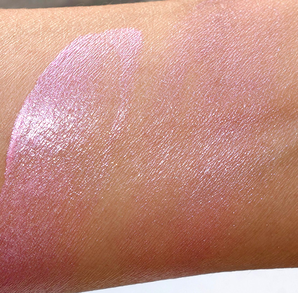 NARS Adelaide Illuminator swatches: Unblended on the left and blended on the right
