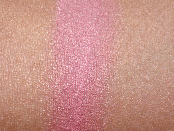 Bobbi Brown Antigua Illuminating Bronzing Powder swatch