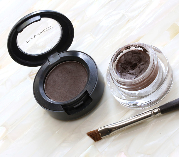 MAC Brun Eye Shadow (left) and Dipdown Fluidline (right)