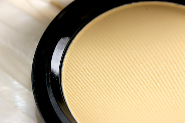 MAC Neutralize Prep + Prime Colour Correcting Compact