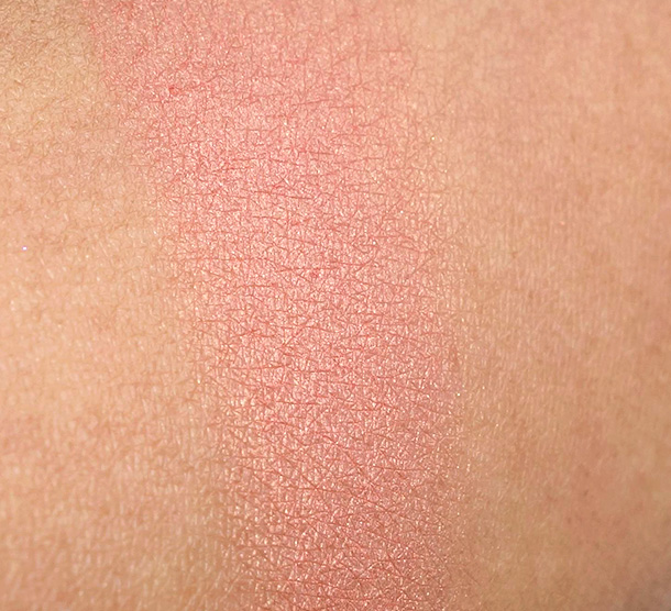 MAC Style Blush Swatch on NC42 Skin