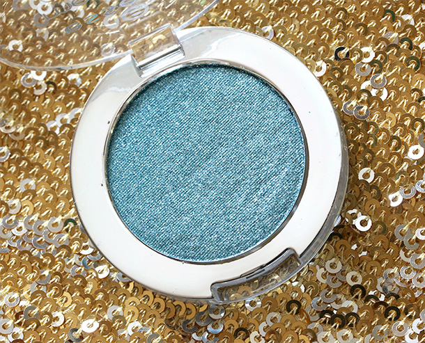 Essence Metal Glam Eyeshadow in Jewel Up the Ocean