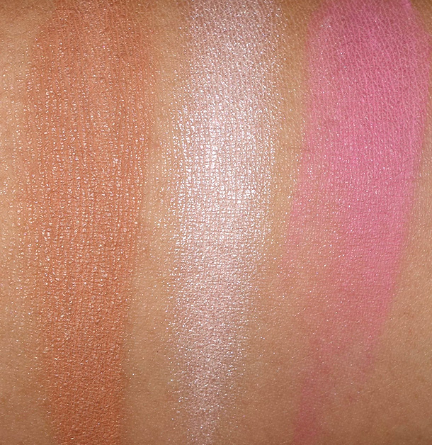 Swatches of Urban Decay Naked Flushed in Native