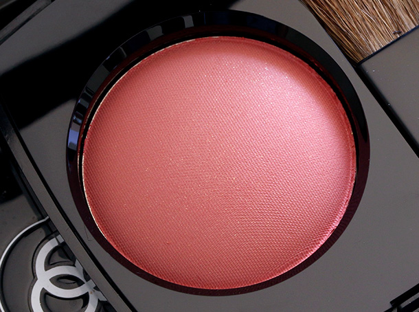 Chanel Joues Contrasts Powder Blush in Malice