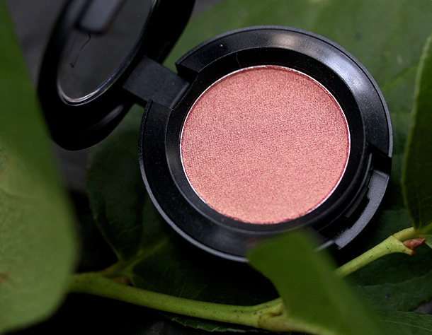 MAC Veluxe Pearl Eye Shadow in Artistic License, a pinkish gold