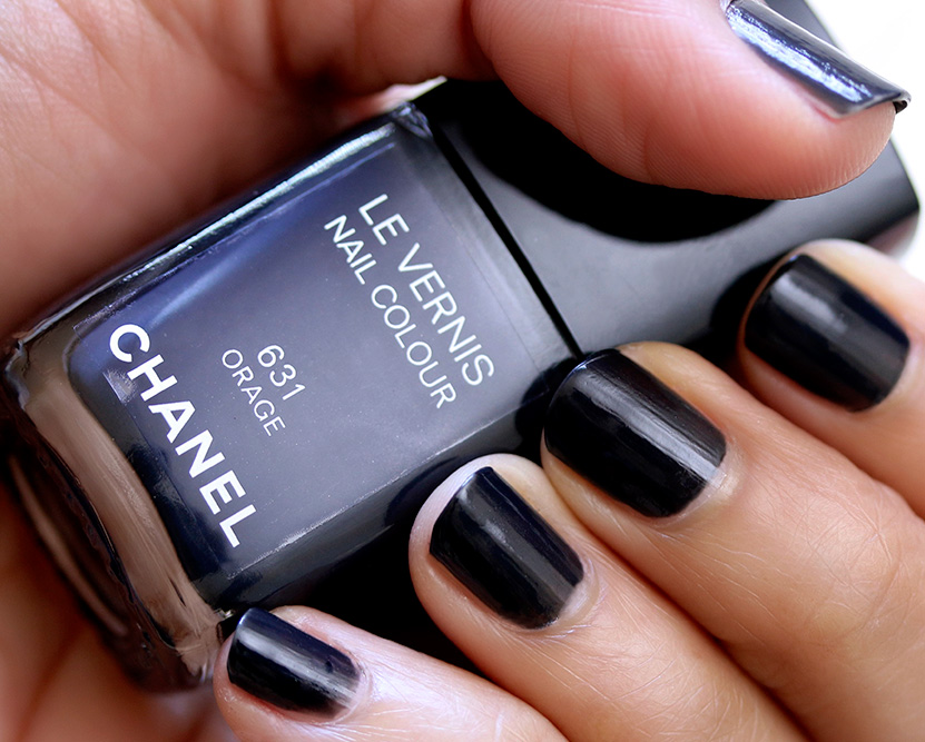 For A Chic Twist On A Neutral Look Try Pairing Dark Blue Eyeshadow With Dark Blue Nails And