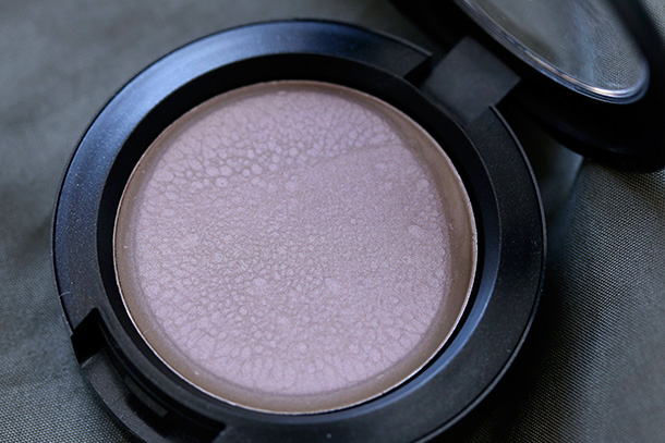 MAC Cream Colour Base in Breaking Ground