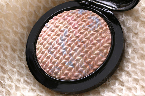 MAC Mineralize Skinfinish in Lightscapade