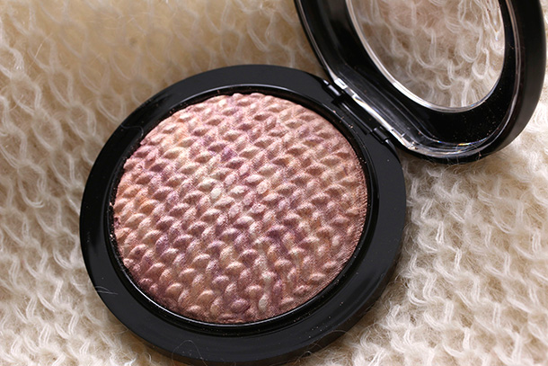 MAC Mineralize Skinfinish in Perfect Topping