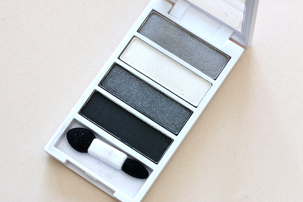 Neutrogena Nourishing Long Wear Eye Shadow + Built-In Primer in Smoky Steel 30