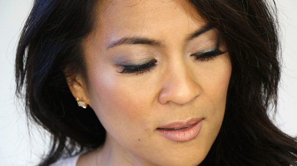 How to do a classic neutral cool-toned eye