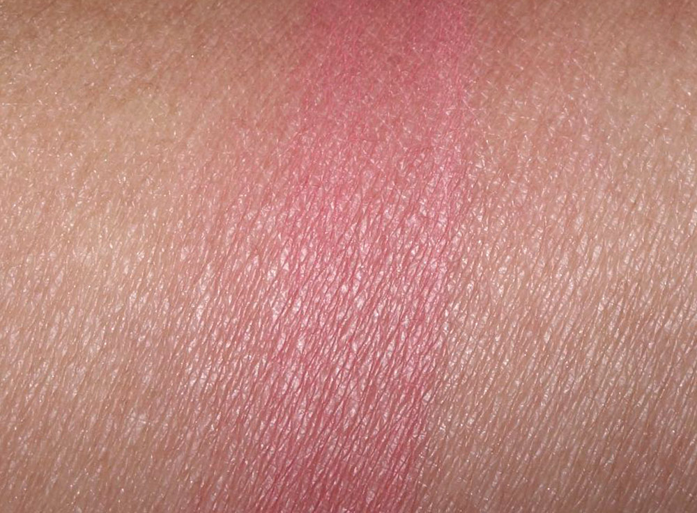 it cosmetics coral flush swatch