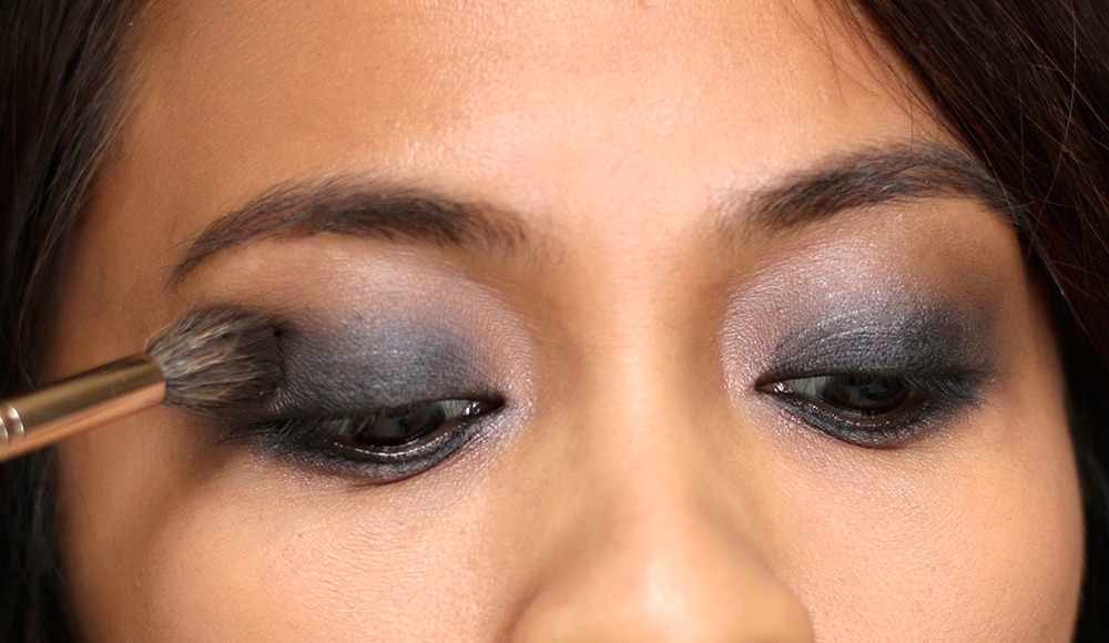 10 minute smoky eye black shadow blend