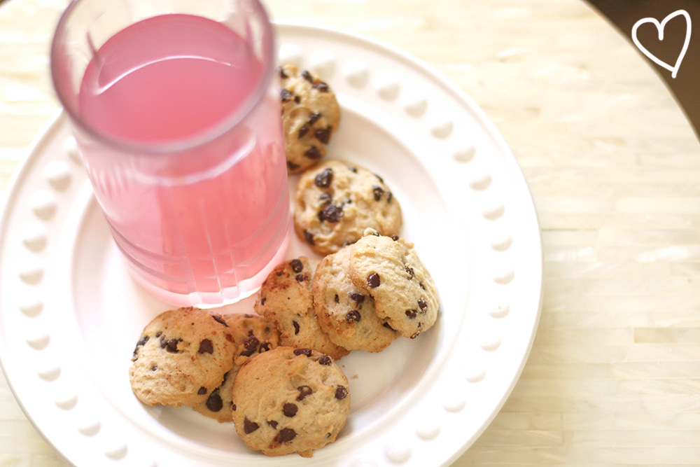 chocolate-chip-cookies-and-lemonade