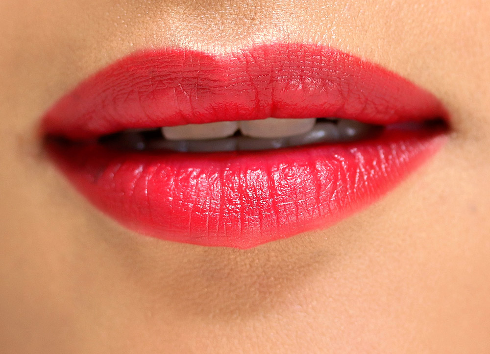 Aug 17,  · Lips get their red color from the blood under the skin of the lips. You can use natural pigments and dyes to color your lips artificially, but if you have naturally pale lips, it's best to just accept it%(41).
