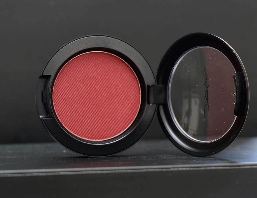 mac macnificent me powder blush a little lusty