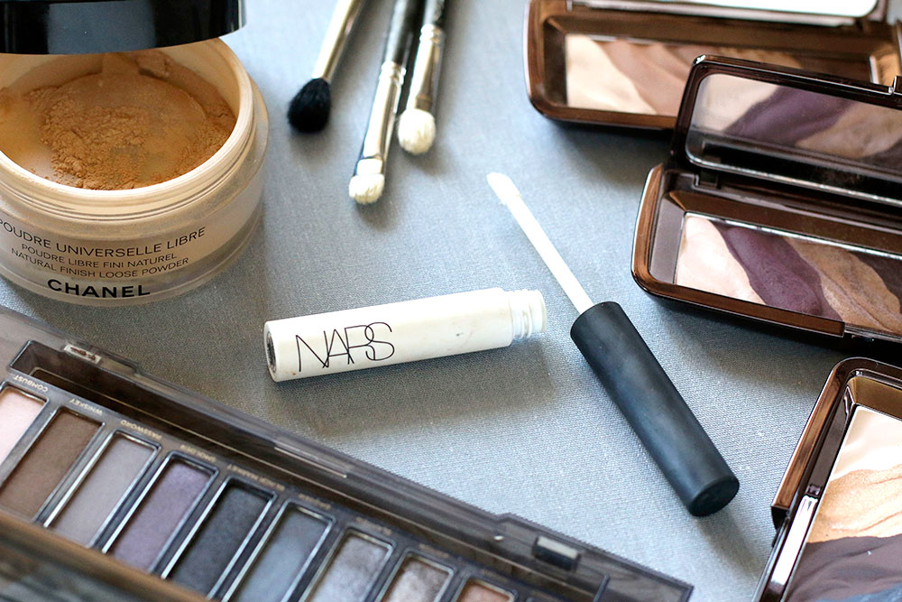 Beauty Basics: 3 Essential Things To Do When You're Applying Powder Eyeshadow…