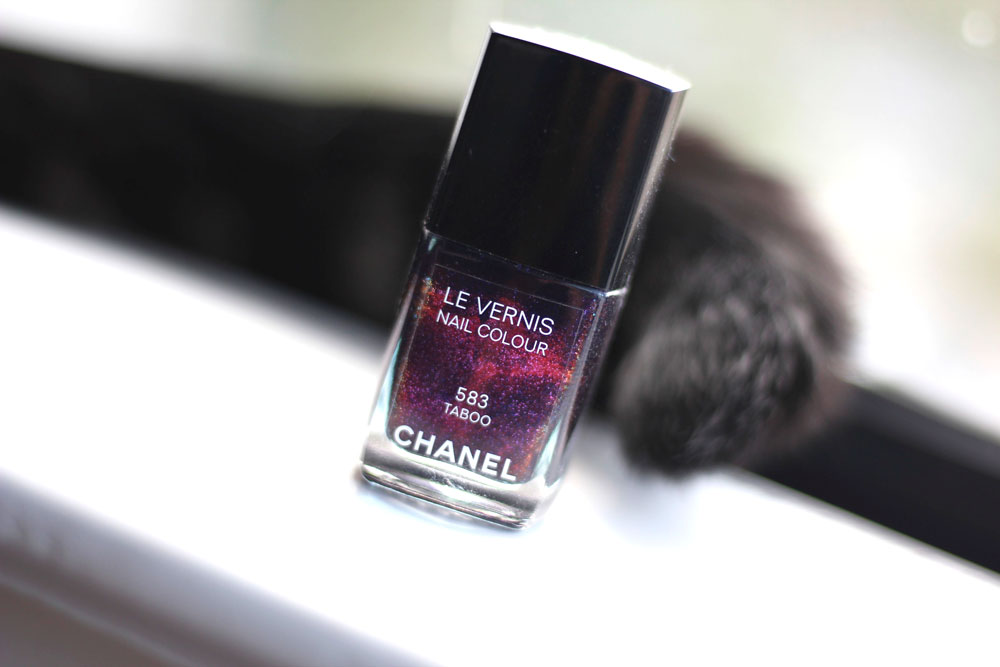 Chanel Le Vernis Nail Colour in 583 Taboo