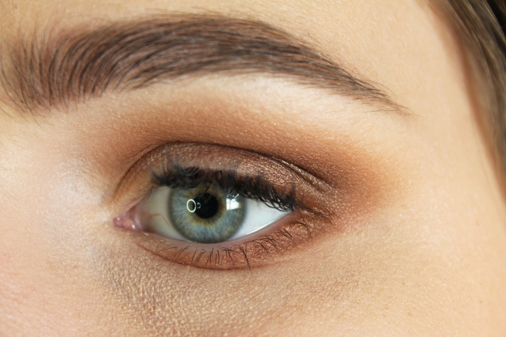 """Frosting"" on the outer part of the lower lash line"