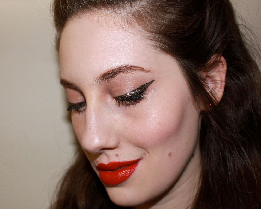 How to do a rockabilly winged liner look
