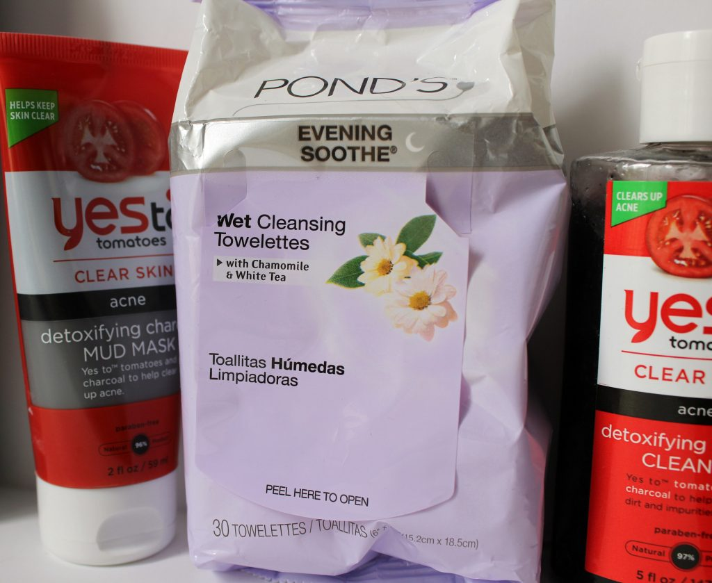 Front and center, Ponds Evening Soothe Cleansing Towelettes