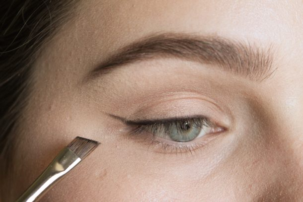 Create a line following the lower lashline