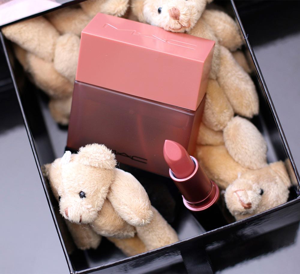 mac velvet teddy shadescent