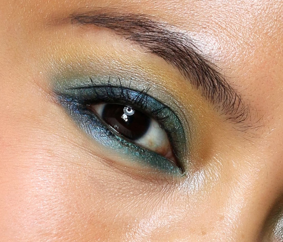 mac tropic cool eye closeup