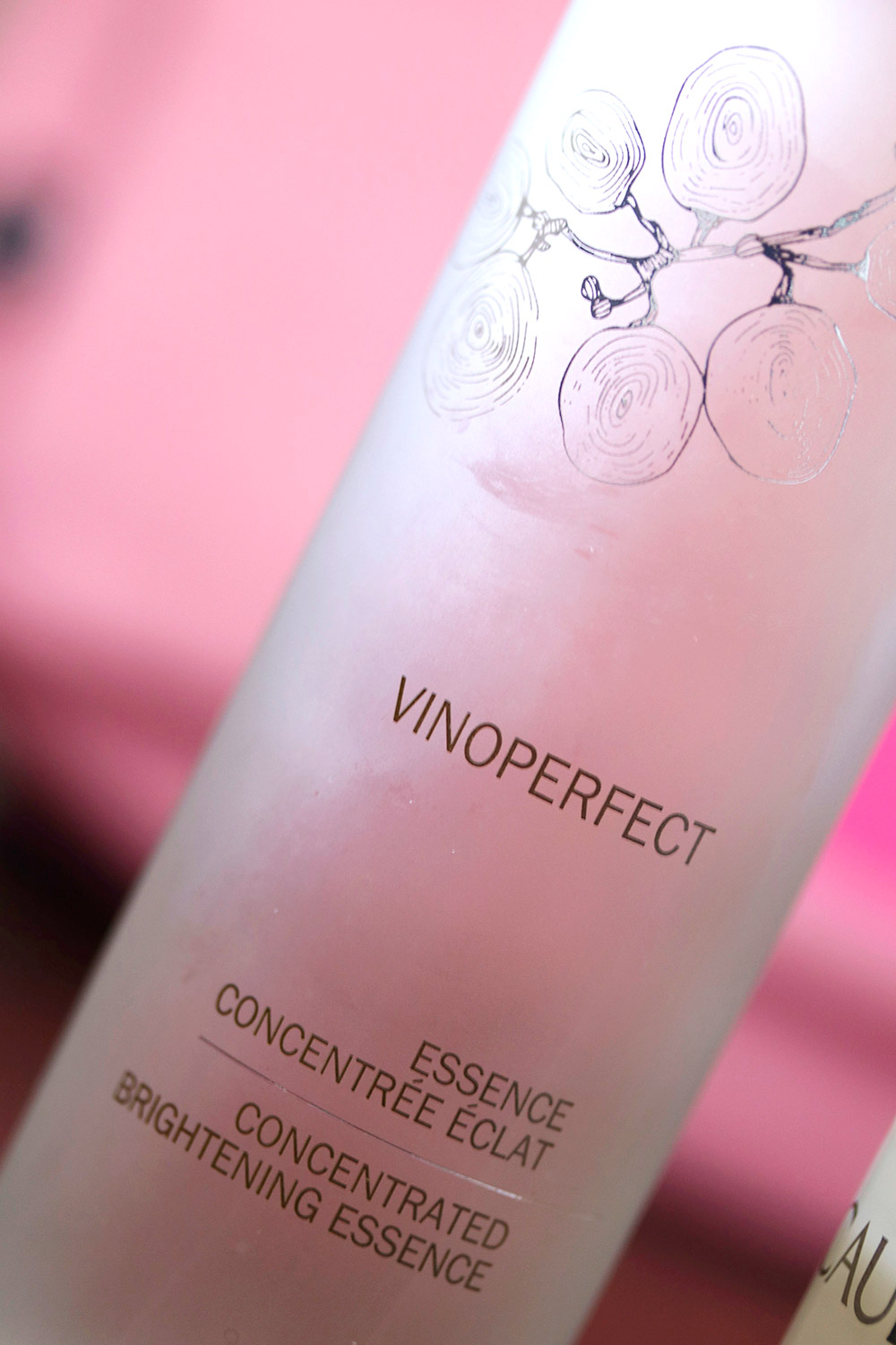 caudalie vinoperfect essence 1