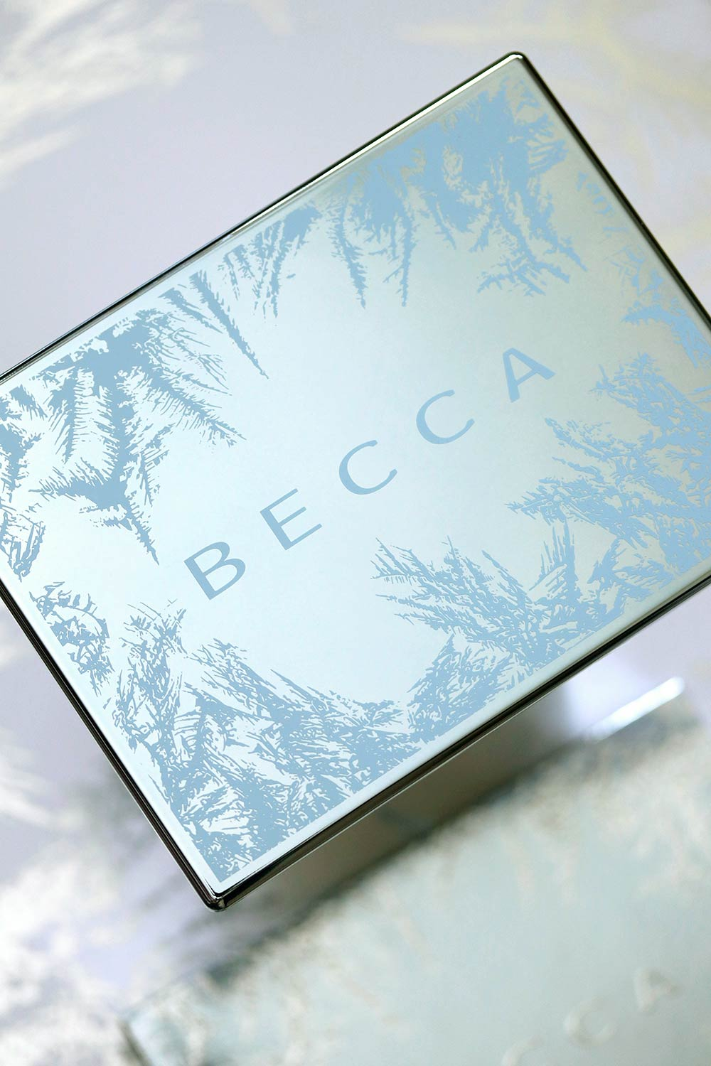 becca apres ski glow face palette packaging