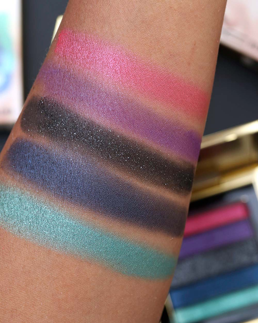 mac rossy de palma colours on the verge swatch