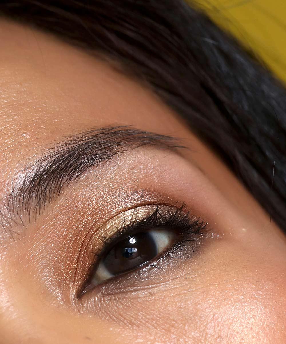 mac qween supreme palette eye closeup