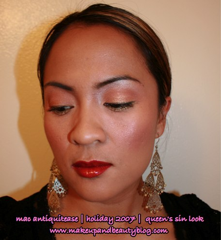 mac-antiquitease-queens-sin-holiday-2007-engaging-mineralize-eye-shadow-uppity-blacktrack-fluidline-red-romp-lipglass-fotd-looking-down