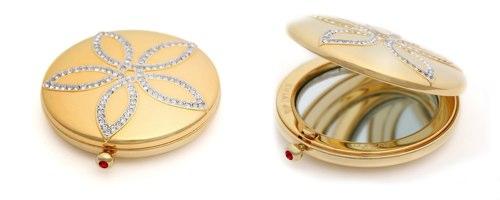 lorea-kwiat-golden-globes-compact.jpg