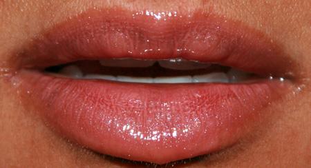 sonia-kashuk-sheer-lip-glossing-precious