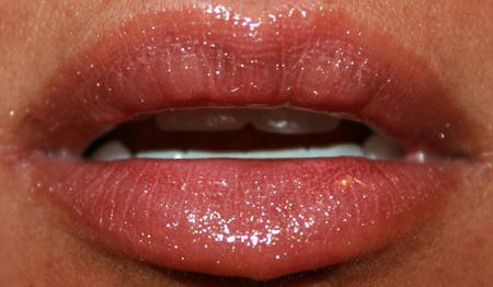 sonia-kashuk-sheer-lip-glossing-sassy