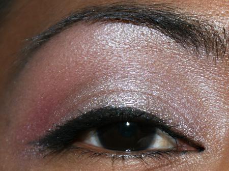 mac-cosmetics-medallion-silverwear-trophy-pink-eye-1