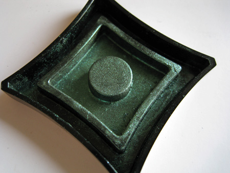 illamasqua pure pigment swatch conquer top