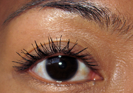 giorgio-armani-eyes-to-kill-mascara-review-4a