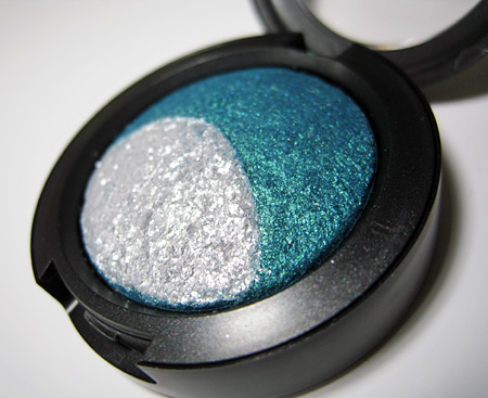 mac magic mirth mischief mineralize blue sorcery eyeshadow