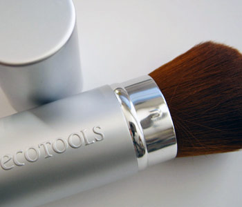 The Ecotools Retractable Kabuki Brush