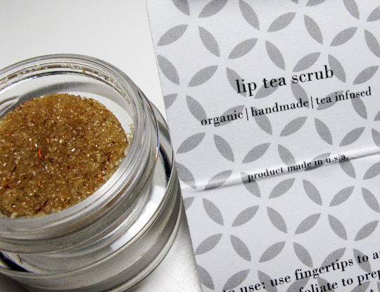Hwood Beauty Lip Tea Scrub Review