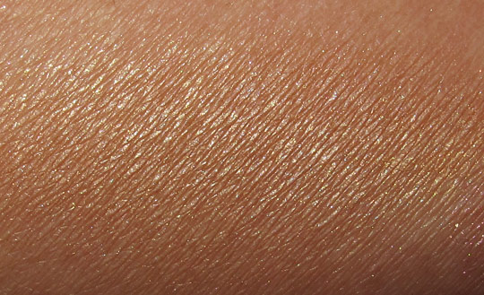 MAC in the groove mineralize skinfinish Comfort