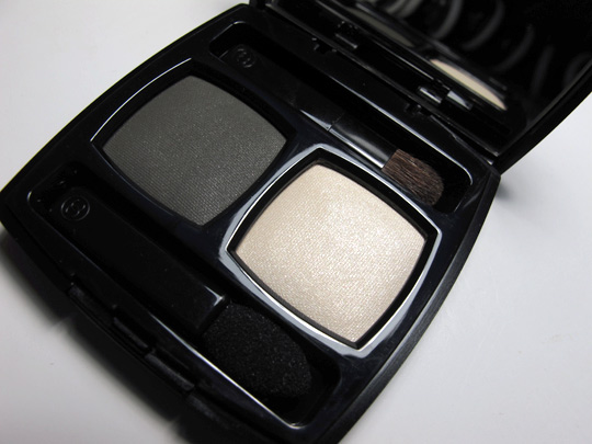 chanel ombres contraste eyeshadow duo review pictures khaki clair