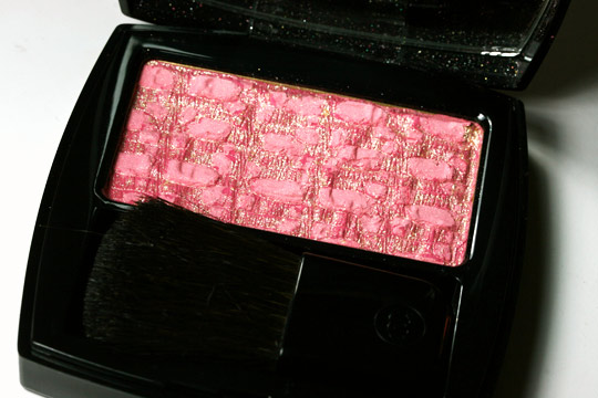 chanel les tentations de chanel holiday 2010 makeup collection swatches review photos les tissages de chanel tweed fuchsia