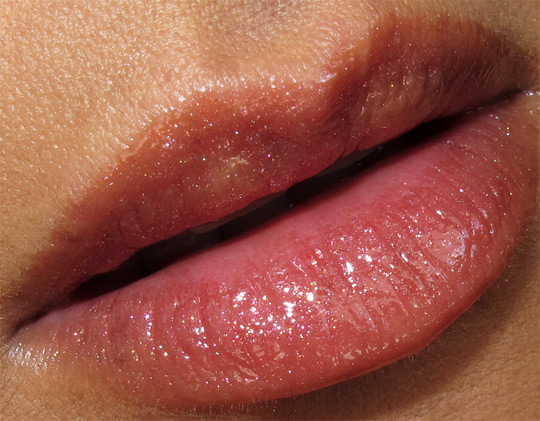 chanel les tentations de chanel holiday 2010 makeup swatches review photos collection glossimer pleasing lip closeup