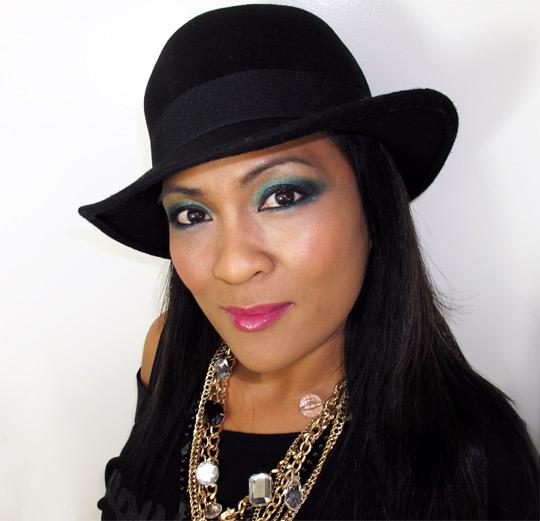 karen from makeup and beauty blog wearing mac a tartan tale moonlight night pigment 2