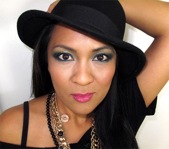 karen from makeup and beauty blog wearing mac a tartan tale moonlight night pigment